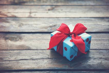 Geschenkebox auf Holzboden