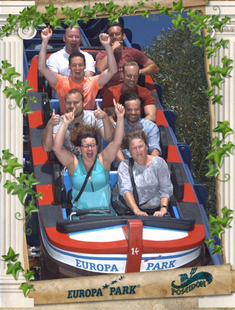 Teamfoto in der Wildwasserbahn Poseidon